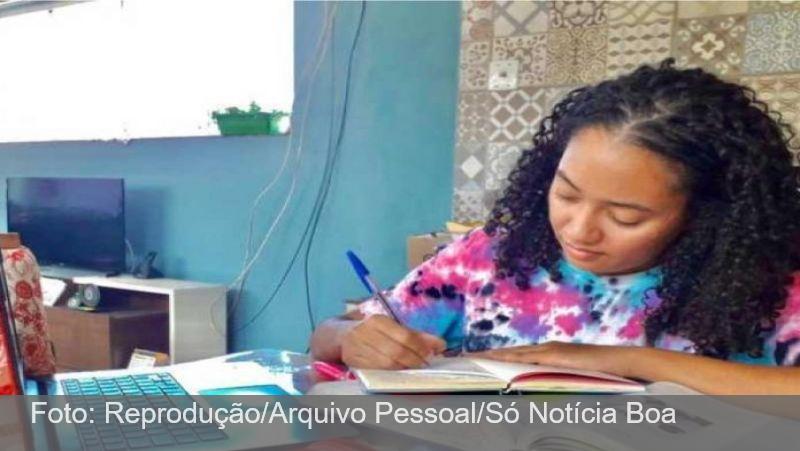 Estudando em casa, jovem faz 940 pontos na redação do Enem