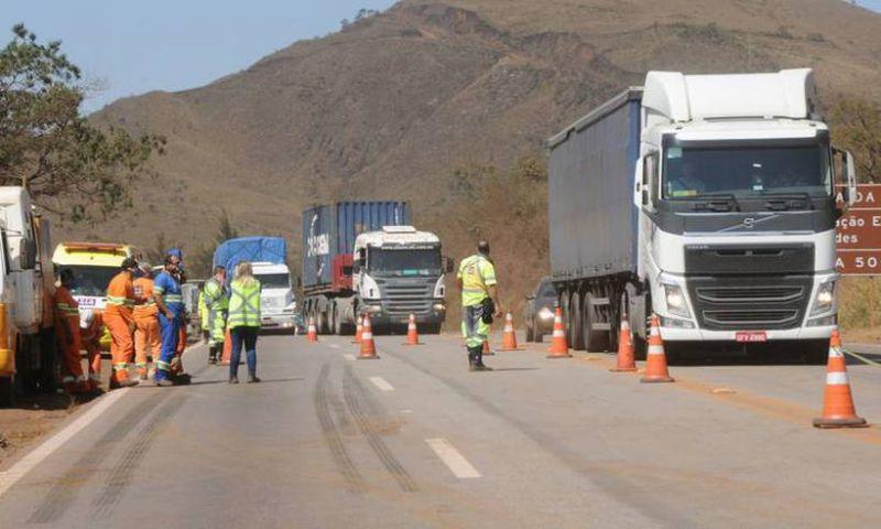 Obras vão interditar parcialmente 29 trechos da BR-040 em Minas até sexta-feira