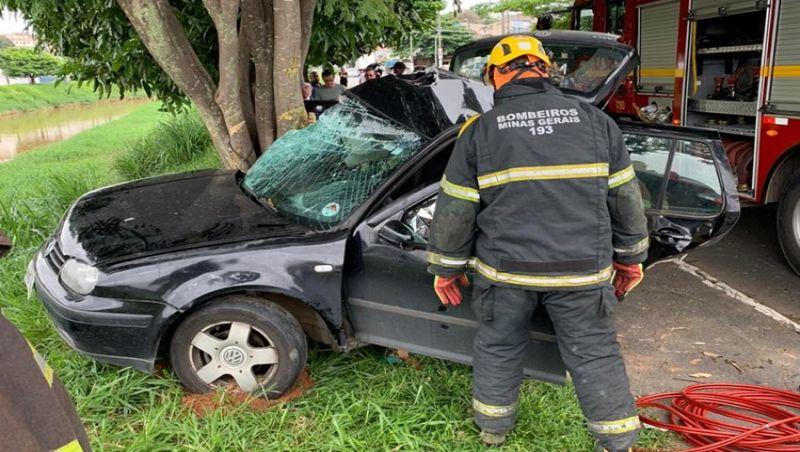 JF: Homem morre e adolescente fica ferido em acidente na Avenida Brasil