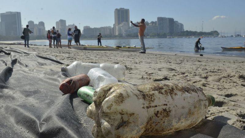 Plástico e resto de cigarro são mais de 90% dos resíduos vistos no mar
