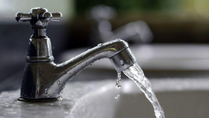 Vazamento em adutora compromete abastecimento de água em Juiz de Fora