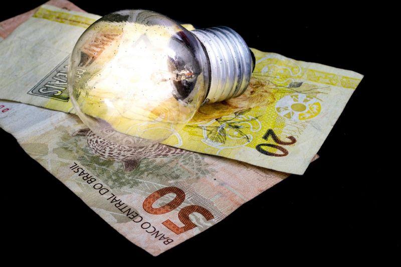 Aneel propõe aumentar custo de bandeira tarifária na conta de luz