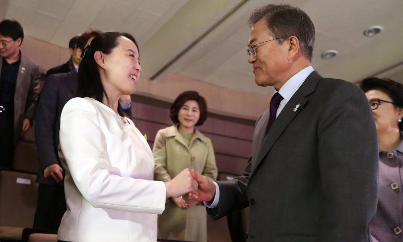 Presidente da Coreia do Sul e irmã de ditador do Norte vão juntos a concerto