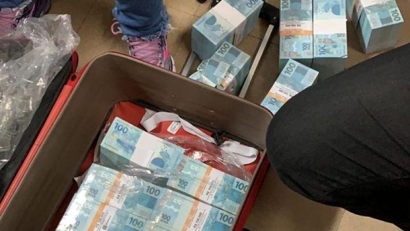 Polícia Civil encontra cerca de R$ 15 milhões em carros que estavam com policiais de SP envolvidos em tiroteio em Juiz de Fora