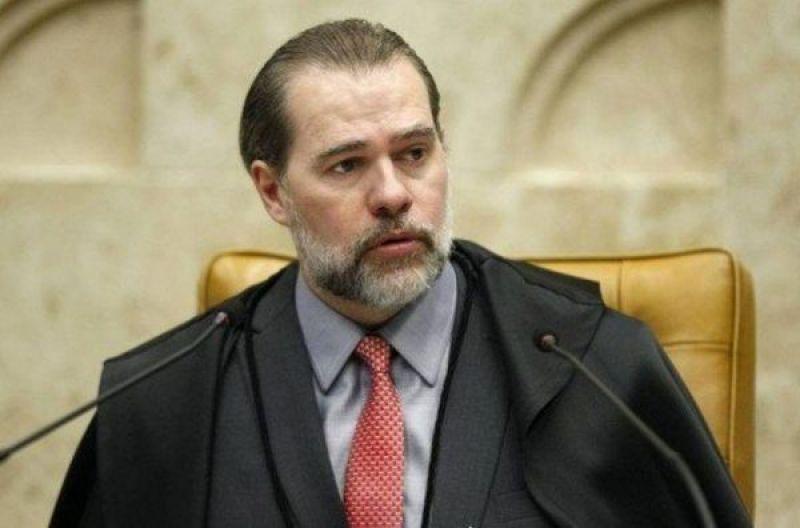 Toffoli suspende decisão que permitia apreensão de livro na Bienal
