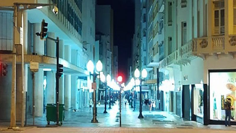 Prefeitura de Juiz de Fora faz substituição de lâmpadas no calçadão