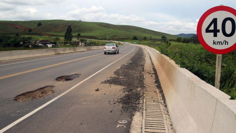 Estrada entre JF e Coronel Pacheco apresenta irregularidades