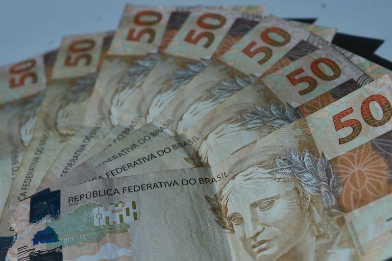 Brasileiro quer juntar dinheiro para pagar dívidas, diz pesquisa