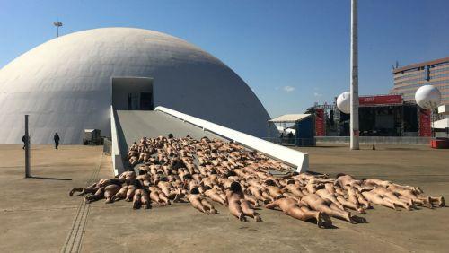 'Fotona' de nu artístico reúne 115 pessoas no Museu da República de Brasília