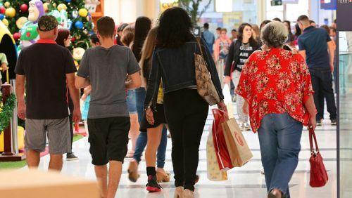 Índices apontam melhora da economia, mas consumidor ainda está receoso em gastar