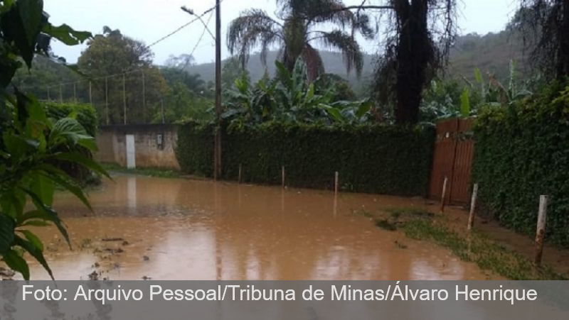 JF: Chuva deixa moradores ilhados no Granjas Triunfo