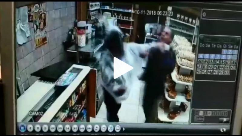 Comerciante é esfaqueado ao reagir a assalto com bastão de madeira em Juiz de Fora; assista ao vídeo