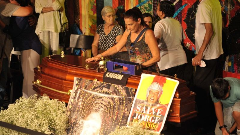 Corpo do ator e diretor Jorge Fernando é velado em teatro na Zona Sul do Rio