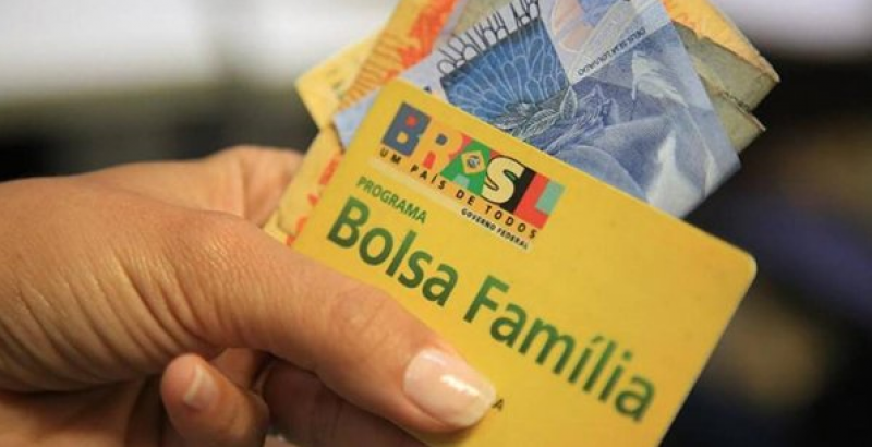 Bolsa Família completa renda de 13,5 milhões de famílias em outubro