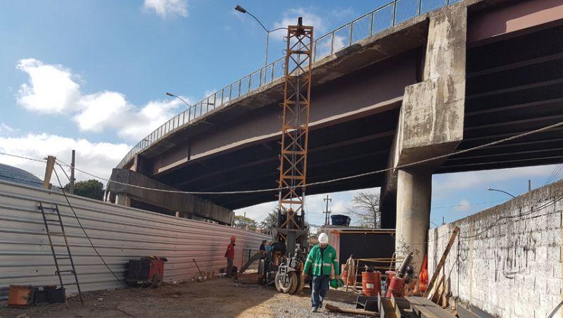 Bate-estaca da alça do Viaduto Augusto Franco tem início