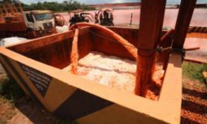 Mineradora jogou água com poeira de bauxita e soda em rio do Pará