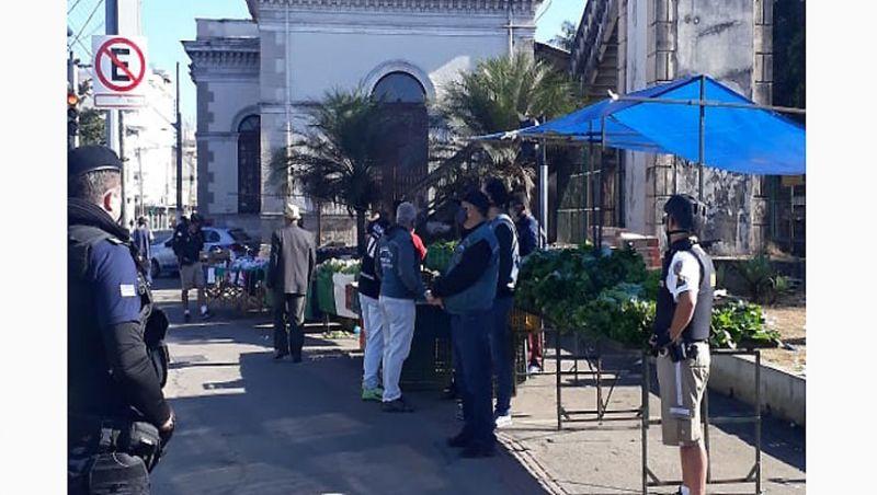 Semaur realiza ação de combate ao comércio ambulante no Centro de JF