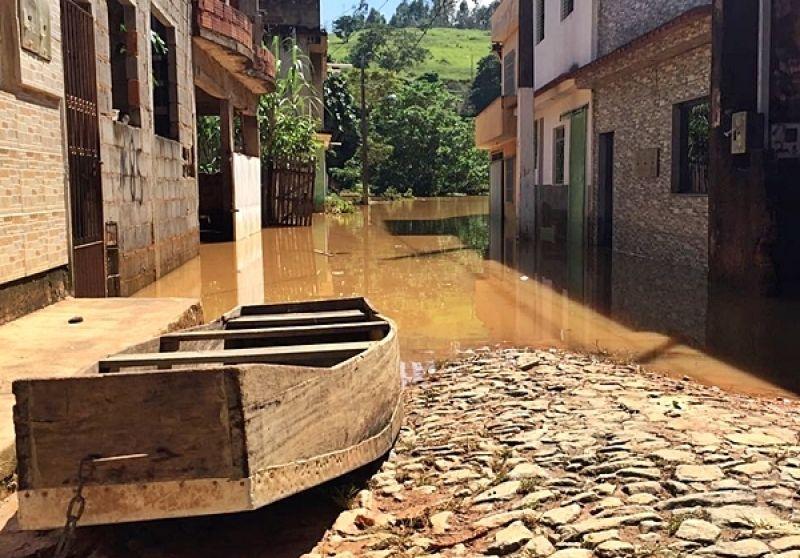 Águas dos rios baixam lentamente nesta segunda em Muriaé