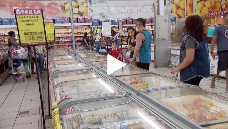 Supermercados ficaram lotados em Juiz de Fora na véspera do domingo de Páscoa