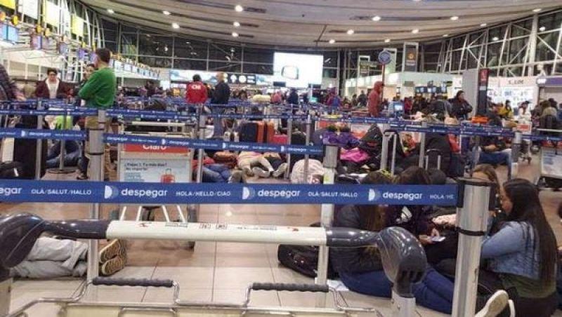 Latam cancela todos os voos saindo de Santiago