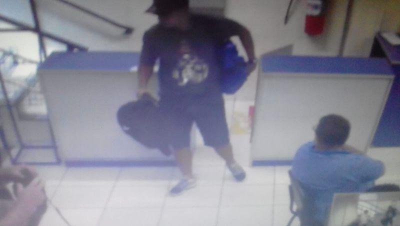Trio armado rende funcionários em loja de Juiz de Fora e rouba celulares