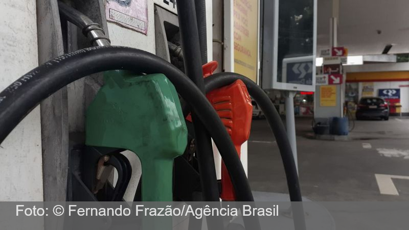 Gasolina sobe 5% a partir de hoje para as distribuidoras