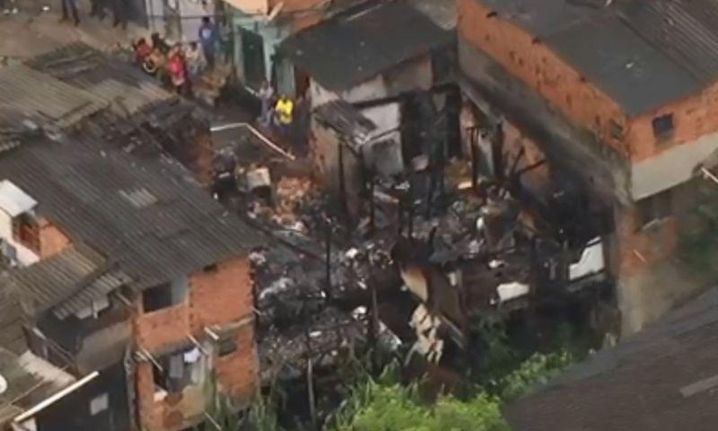 Incêndio atinge cinco casas e mata duas crianças na Zona Sul de São Paulo