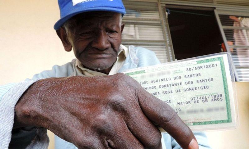 Corpo de homem que teria 129 anos é enterrado em cemitério de Bauru