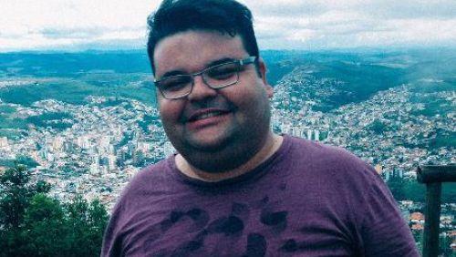 'Fechando a boca' de maneira consciente, ele perdeu 42 kg em 1 ano