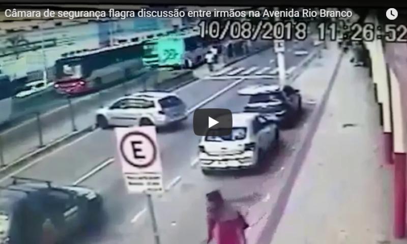 Discussão entre irmãos fecha trânsito na Rio Branco; confira vídeo