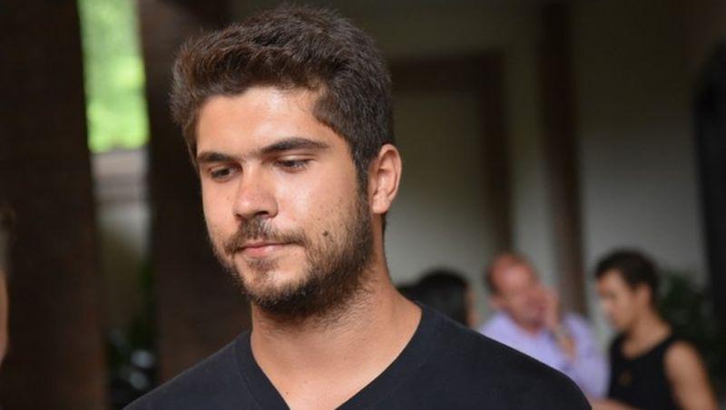 Filho de Renato Russo perde na Justiça pedido de danos morais contra tia que criticou leilão de objetos do cantor