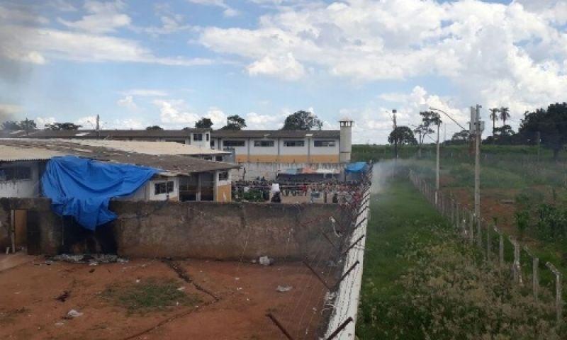 Facções criminosas pagam suborno de até R$ 10.000 por entrada de armas em presídios de Goiás