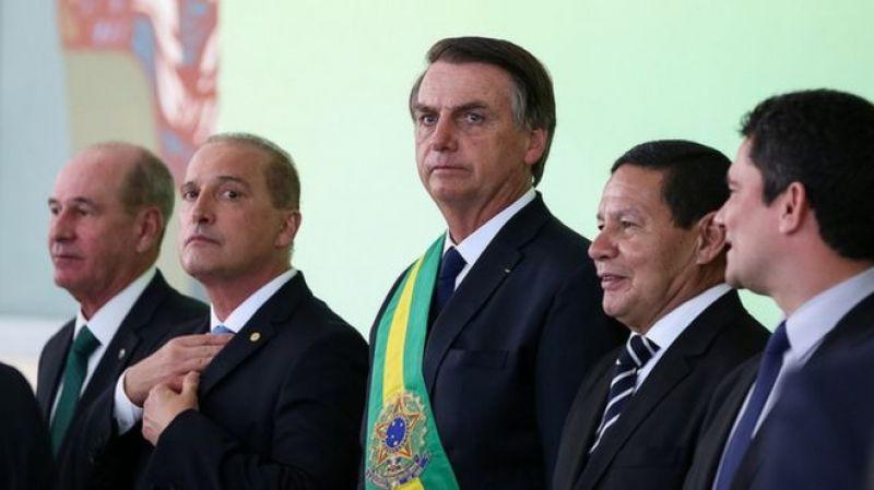 Bolsonaro reúne ministros para tratar de temas prioritários