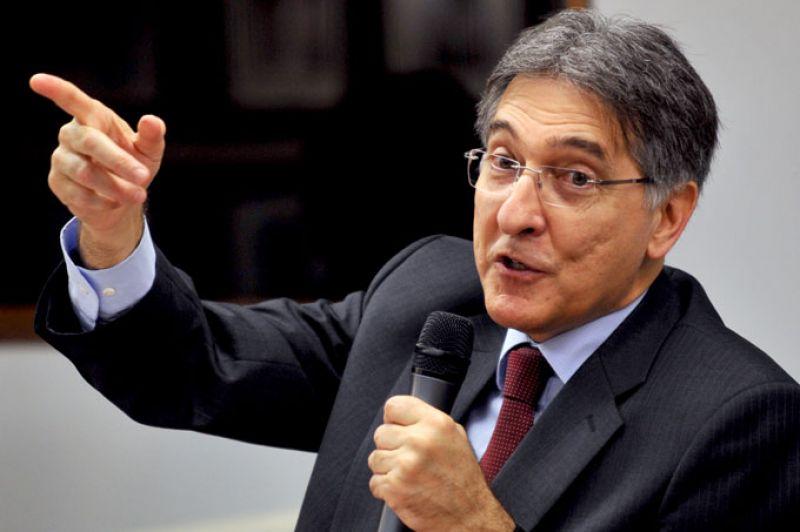 PF faz buscas em endereços ligados ao ex-governador Fernando Pimentel em BH