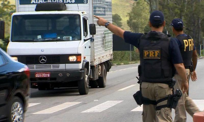 Mais de 15 mil multas são aplicadas por falta de uso do farol baixo em Juiz de Fora, aponta polícia