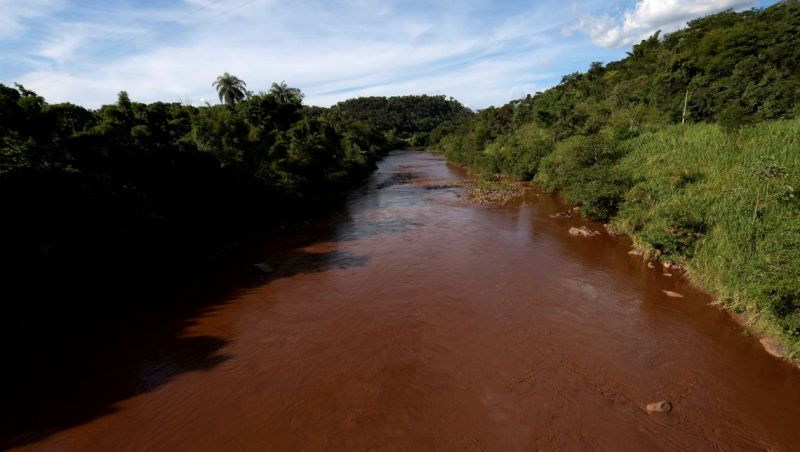 Vale instala primeira barreira no rio Paraopeba