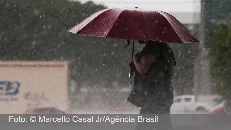 Domingo de carnaval terá chuva em grande parte do país