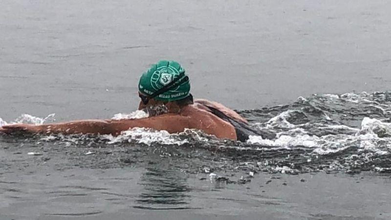 Nadador juiz-forano vence maratona aquática de 24 km com quase 2h de vantagem para 2º colocado