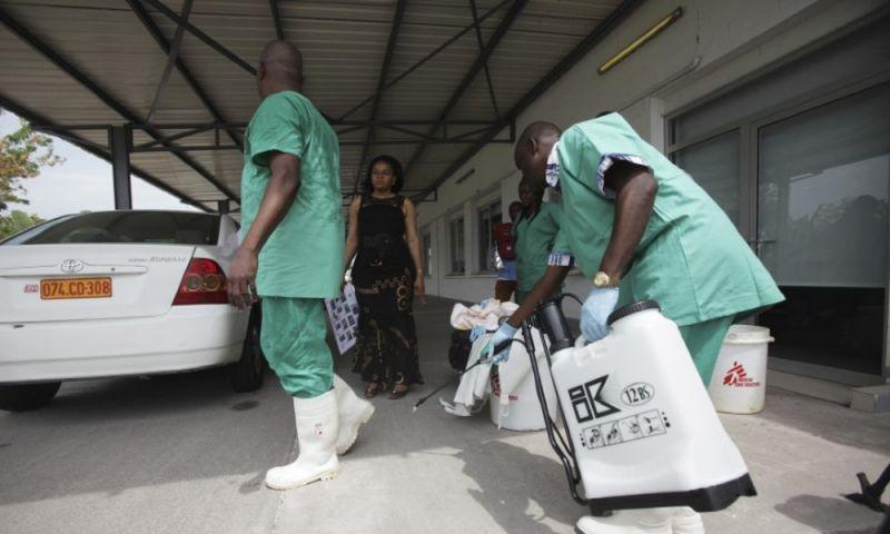 Diretor-geral da OMS viaja à África para supervisionar surto de ebola