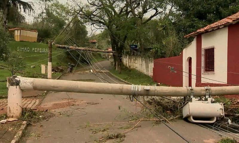 Veja as imagens da destruição causada pela tromba d'água que atingiu Simão Pereira, MG