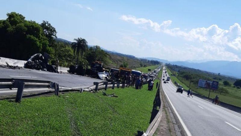 Bebê é sexta vítima de acidente na Via Dutra (BR-116), sentido Rio de Janeiro