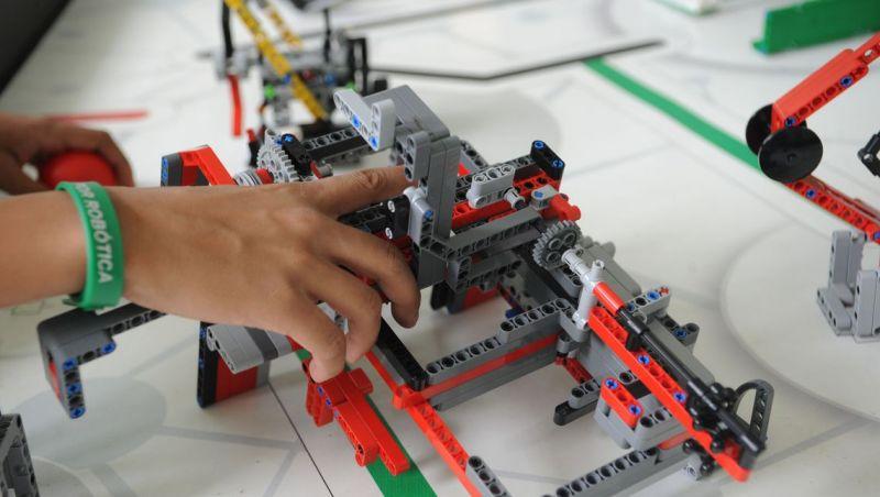 Estudantes representam o Brasil em torneio internacional de robótica