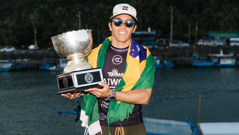 Brasileiro Lucas Vicente é campeão mundial júnior de surfe