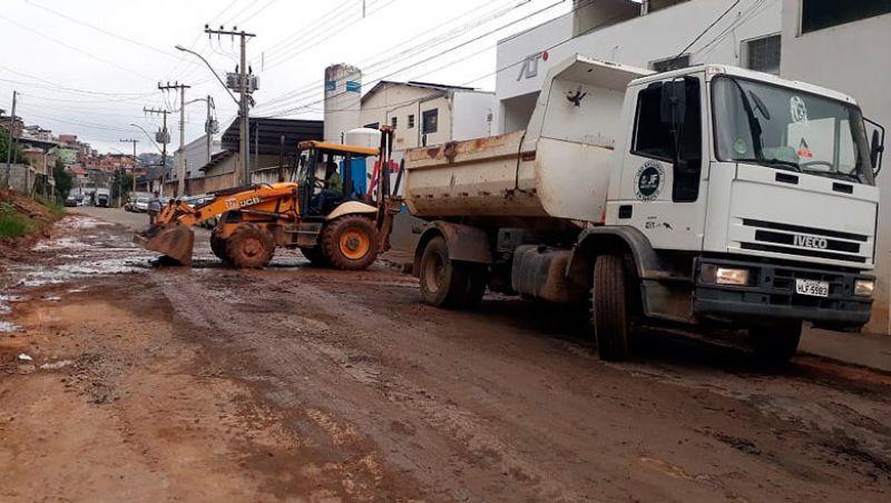 Secretaria de Obras de Juiz de Fora recupera pavimento no Milho Branco