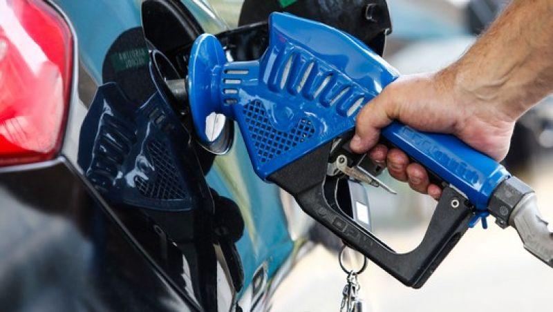 Mais cara, mas mais econômica: Brasil terá nova gasolina em agosto