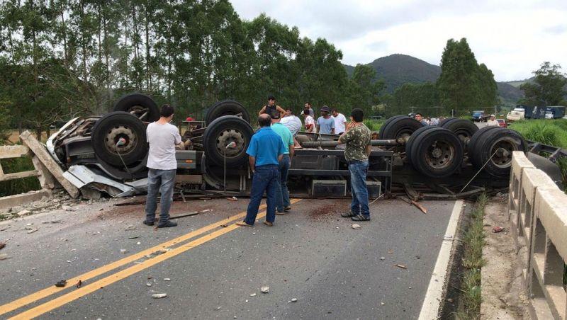 Motorista morre em acidente na BR-267 em Juiz de Fora