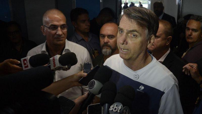 Bolsonaro volta a dizer que médicos cubanos são escravos da ditadura