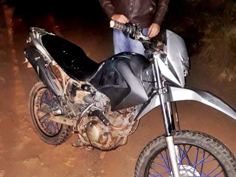 Miradouro: usando moto furtada, dupla assalta posto de combustíveis e clientes, na BR-116