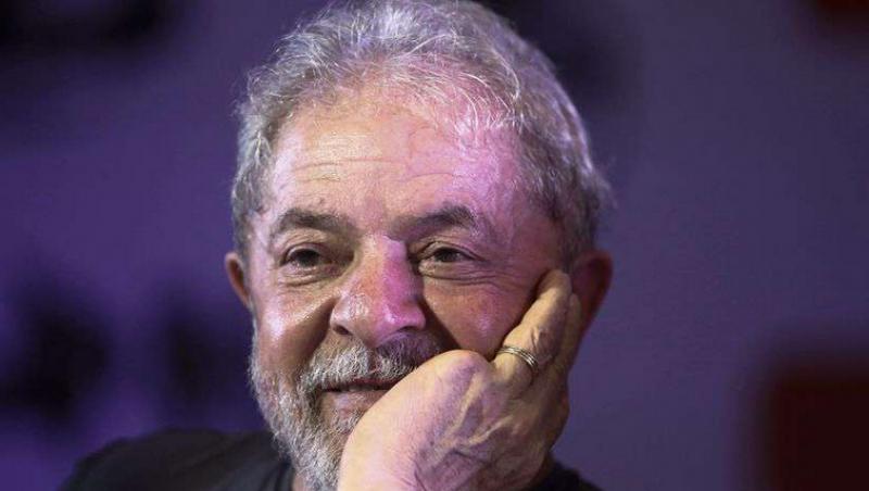 Lula diz estar apaixonado e que vai se casar ao sair da prisão