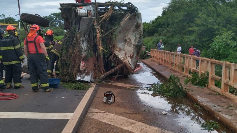 Acidente em rodovia paulista causa a morte de cinco pessoas